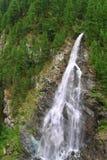 Vista sulla cascata vicino al Cervino in svizzero Immagini Stock Libere da Diritti