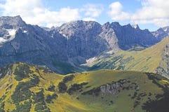 Vista sulla catena di montagna nelle alpi (karwendel) Fotografia Stock
