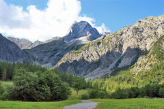 Vista sulla catena di montagna nelle alpi (karwendel) Fotografie Stock