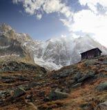 Vista sulla catena montuosa del de Aiguille du Midi di piano ad altitudine di 2,317m Fotografia Stock