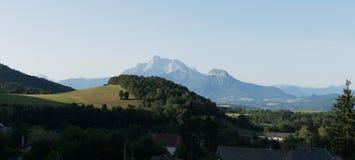 Vista sulla catena montuosa dell'Obiou, Rhone-Alpes, Francia Immagini Stock