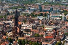 Vista sulla cattedrale di Freiburg Immagini Stock Libere da Diritti
