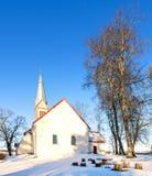 Vista sulla chiesa medievale in Krimulda, Lettonia, Europa Fotografia Stock Libera da Diritti