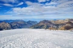 Vista sulla cima del Mt Titlis nelle alpi svizzere Immagini Stock Libere da Diritti