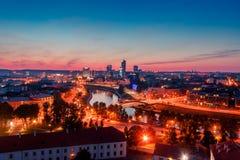 Vista sulla città di notte di Vilnius Immagine Stock