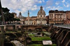 Vista sulla colonna del Trajan, Roma Immagini Stock Libere da Diritti