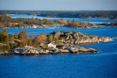 vista sulla costa scandinava dello skerry fotografie stock