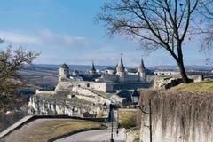 Vista sulla fortezza di Kamenetz-Podolsky e sul ponte Fotografie Stock