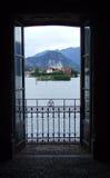 Vista sulla La Malghera di Isola dalla finestra Fotografie Stock Libere da Diritti