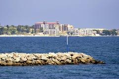 Vista sulla linea costiera bulgara nella luce del giorno Fotografia Stock