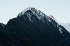 Vista sulla montagna in valle di Akkem nel parco naturale delle montagne di Altai dopo pioggia Fotografia Stock Libera da Diritti