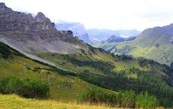 Vista sulla scena della montagna nelle montagne del karwendel delle alpi europee Fotografie Stock