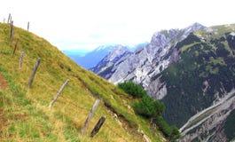 Vista sulla scena della montagna nelle montagne del karwendel delle alpi europee Immagine Stock