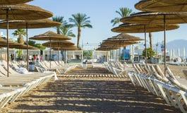 Vista sulla spiaggia della sabbia di Eilat immagini stock libere da diritti