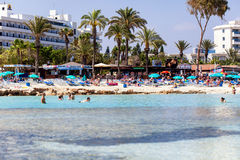 Vista sulla spiaggia di Nissi, Cipro Immagini Stock Libere da Diritti