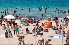 Vista sulla spiaggia pubblica a Marsiglia Immagini Stock Libere da Diritti