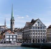 Vista sulla torre del ponte di Rudolf Brun e di Predigerkirche in Zu Fotografia Stock Libera da Diritti