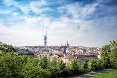 Vista sulla torre della televisione di Zizkov, Praga, repubblica Ceca Immagini Stock Libere da Diritti