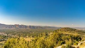 Vista sulla valle dei agens sicuri del roquebrune, Cote d'Azur, Francia immagine stock