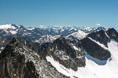 Vista sulle alpi svizzere di bella estate dal picco di Gemsstock nei canti Fotografia Stock Libera da Diritti