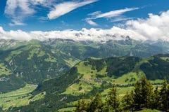 Vista sulle belle alpi svizzere come visto dal supporto Stanserhorn Immagine Stock