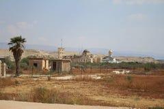 Vista sulle chiese cristiane ortodosse vicino al confine, Jordan River, Gerico immagini stock libere da diritti
