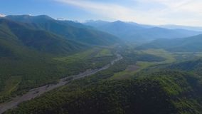 Vista sulle montagne di Caucaso, conservazione dell'ambiente ed ecologia, Georgia stock footage