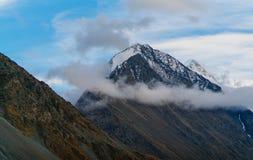 Vista sulle montagne in valle di Akkem nel parco naturale delle montagne di Altai Immagine Stock