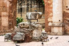 Vista sulle rovine dell'ospedale della st Nicolas di Bari, Santo Domingo, Repubblica dominicana immagine stock
