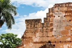 Vista sulle rovine dell'ospedale della st Nicolas di Bari, Santo Domingo, Repubblica dominicana Primo piano immagine stock libera da diritti