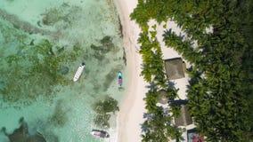 Vista superior aérea da praia Punta Cana, República Dominicana Conceito das férias de verão video estoque