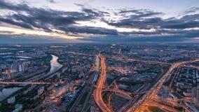 Vista superior aérea del día de la ciudad de Moscú al timelapse de la noche después de la puesta del sol Forme de la plataforma d almacen de metraje de vídeo