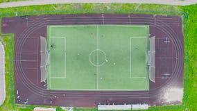 Vista superior aérea do zangão do campo de futebol video estoque