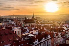 A vista superior ao vermelho telha a skyline da república checa da cidade de Praga Imagem de Stock