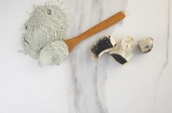 Vista superior da argila seca, minirals preparados para o procedimento dos cuidados com a pele fotos de stock