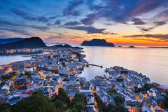 Vista superior da cidade de Alesund no por do sol Fotos de Stock Royalty Free