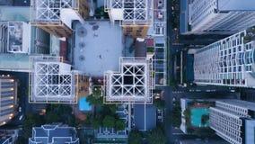 Vista superior da cidade moderna com arranha-céus Antena de uma paisagem surpreendente em uma cidade com arranha-céus modernos e Foto de Stock Royalty Free