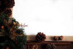 Vista superior da decoração do Natal com área de espaço da cópia imagem de stock