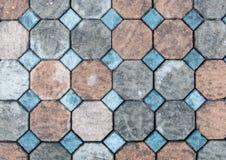 Vista superior da pedra do tijolo da cor do Grunge na terra para a estrada da rua Passeio, entrada de automóveis, Pavers fotos de stock