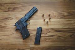 Vista superior da pistola semiautomática calibre 45 Fotografia de Stock Royalty Free