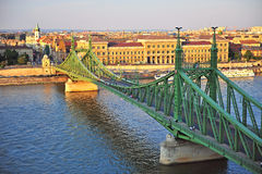 Vista superior da ponte da liberdade e do Budapest, Hungria Foto de Stock