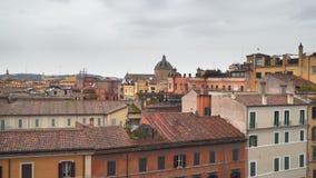 Vista superior da rua e das construções de Roma video estoque