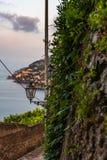 Vista superior da vila de Maiori na costa de Amalfi imagens de stock royalty free