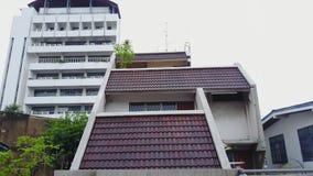 Vista superior da vizinhança suburbana em Banguecoque Ideia aérea de partes superiores do estacionamento e do telhado da urbaniza Foto de Stock Royalty Free