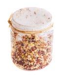 Vista superior das sementes emergentes do rabanete que crescem em um frasco Imagens de Stock