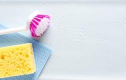 Vista superior de artículos de limpieza Concepto de pureza y de quehacer doméstico Espacio vac?o para el dise?o fotografía de archivo