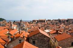 Vista superior de casas viejas en la ciudad vieja de Dubrovnik Foto de archivo libre de regalías