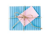 Vista superior de la caja de regalo azul con la etiqueta Foto de archivo