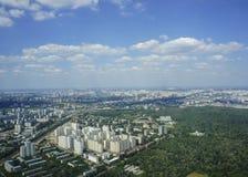 Vista superior de la ciudad grande en el verano Imagen de archivo
