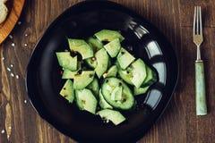 Vista superior de la ensalada vegetariana del aguacate Imagenes de archivo